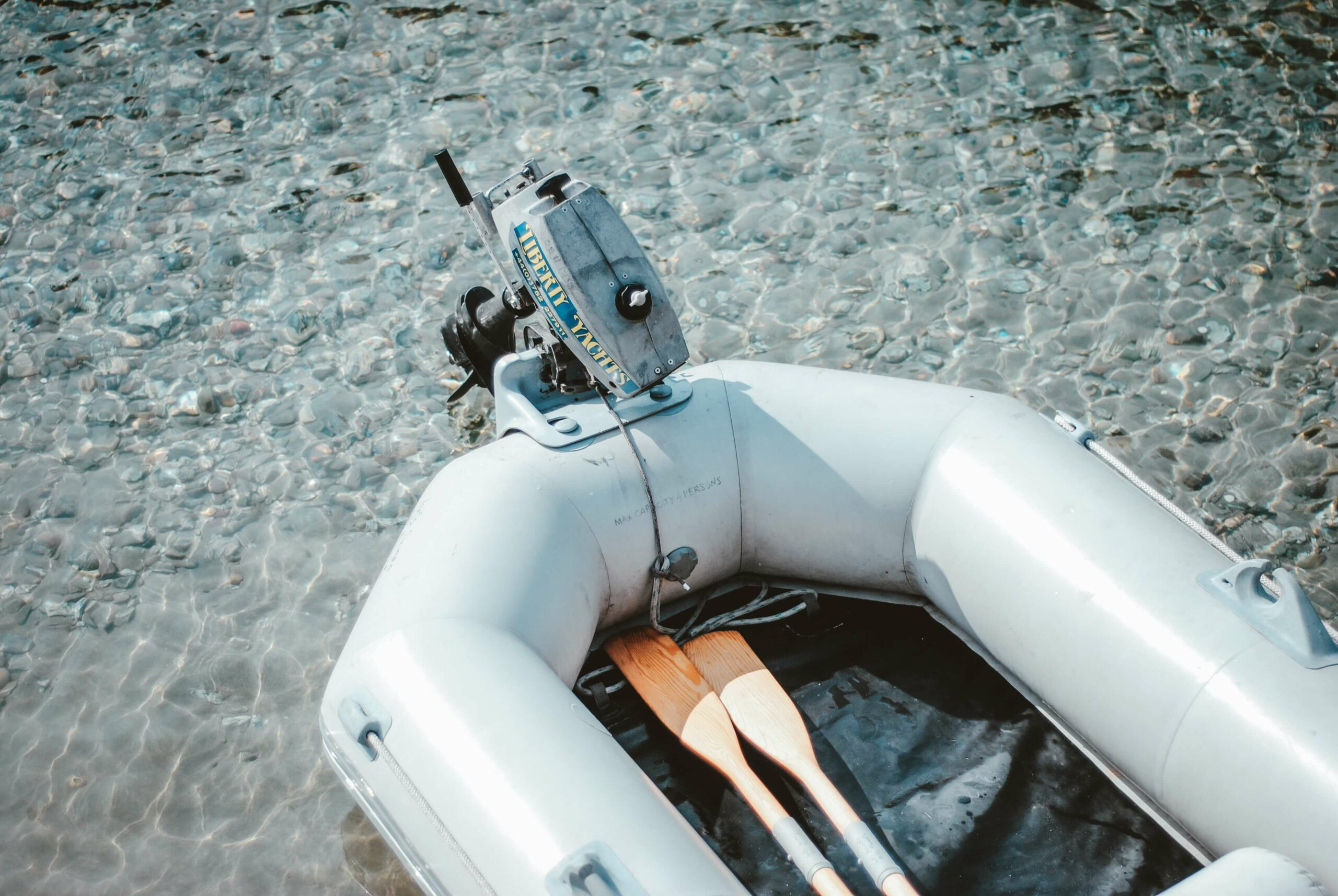 dinghy outboard motor lake