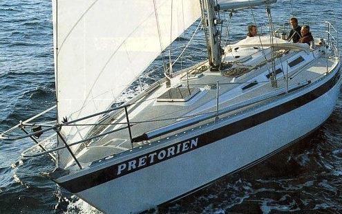 Wauquiez Pretorien 35 small sailboat