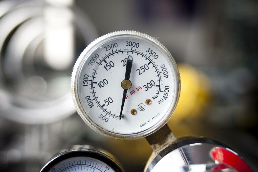 Scuba compressor pressure gauge